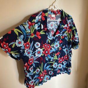 Vibrant Short-Sleeved Hawaiian Shirt 🌺